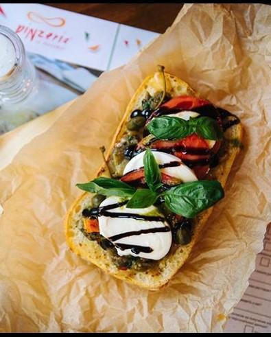 Брускетта с домашней моцареллой и печеными овощами Pinzeria by Bontempi Итальянский ресторан Волгоград пицца заказать