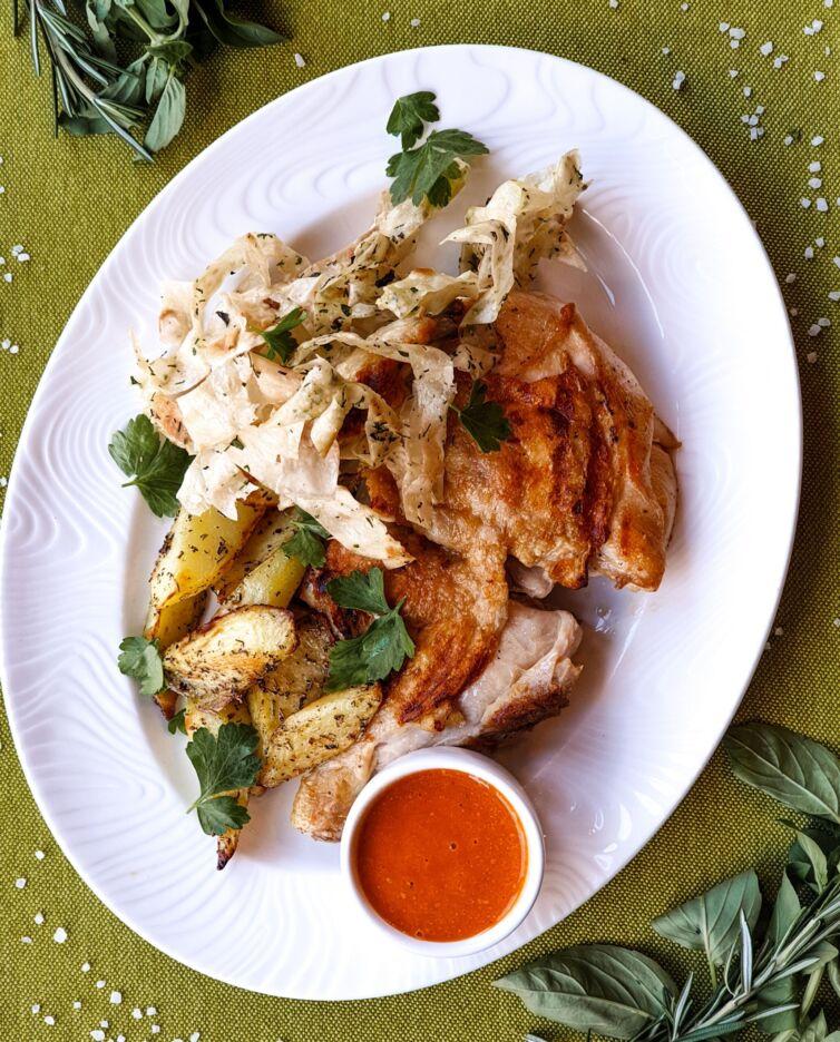 Жареный цыпленок с картофельными дольками