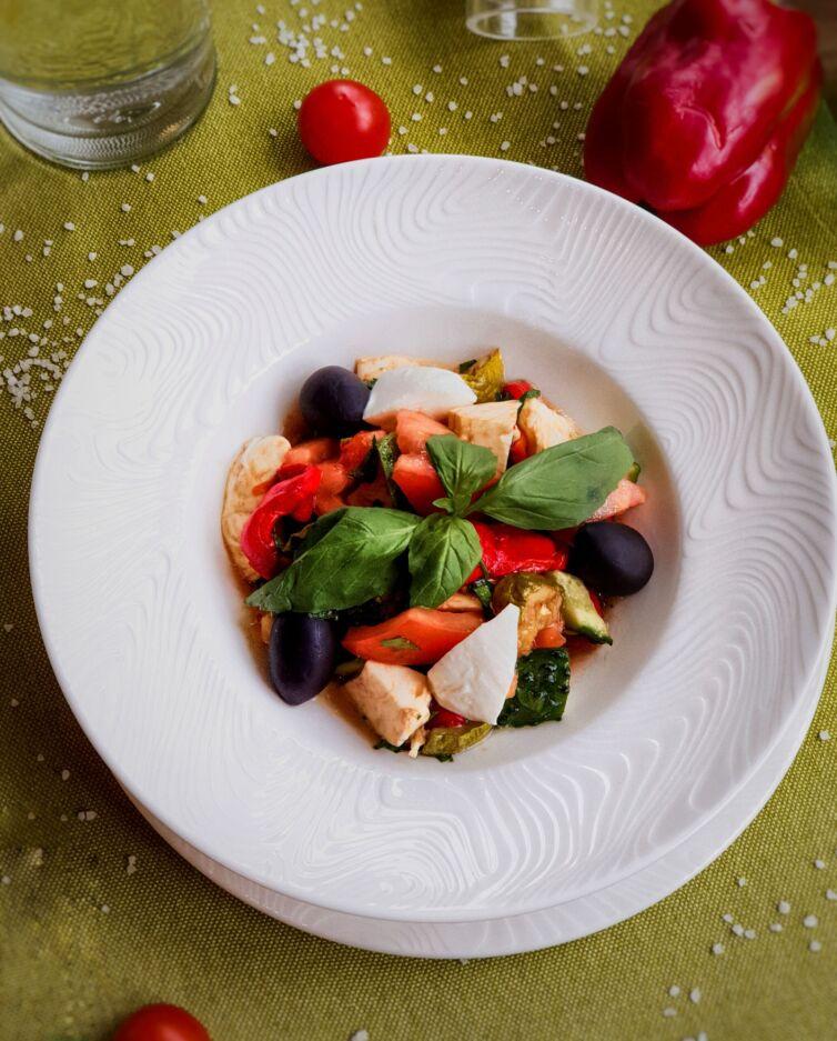 Салат с печёными овощами и домашней Моцареллой