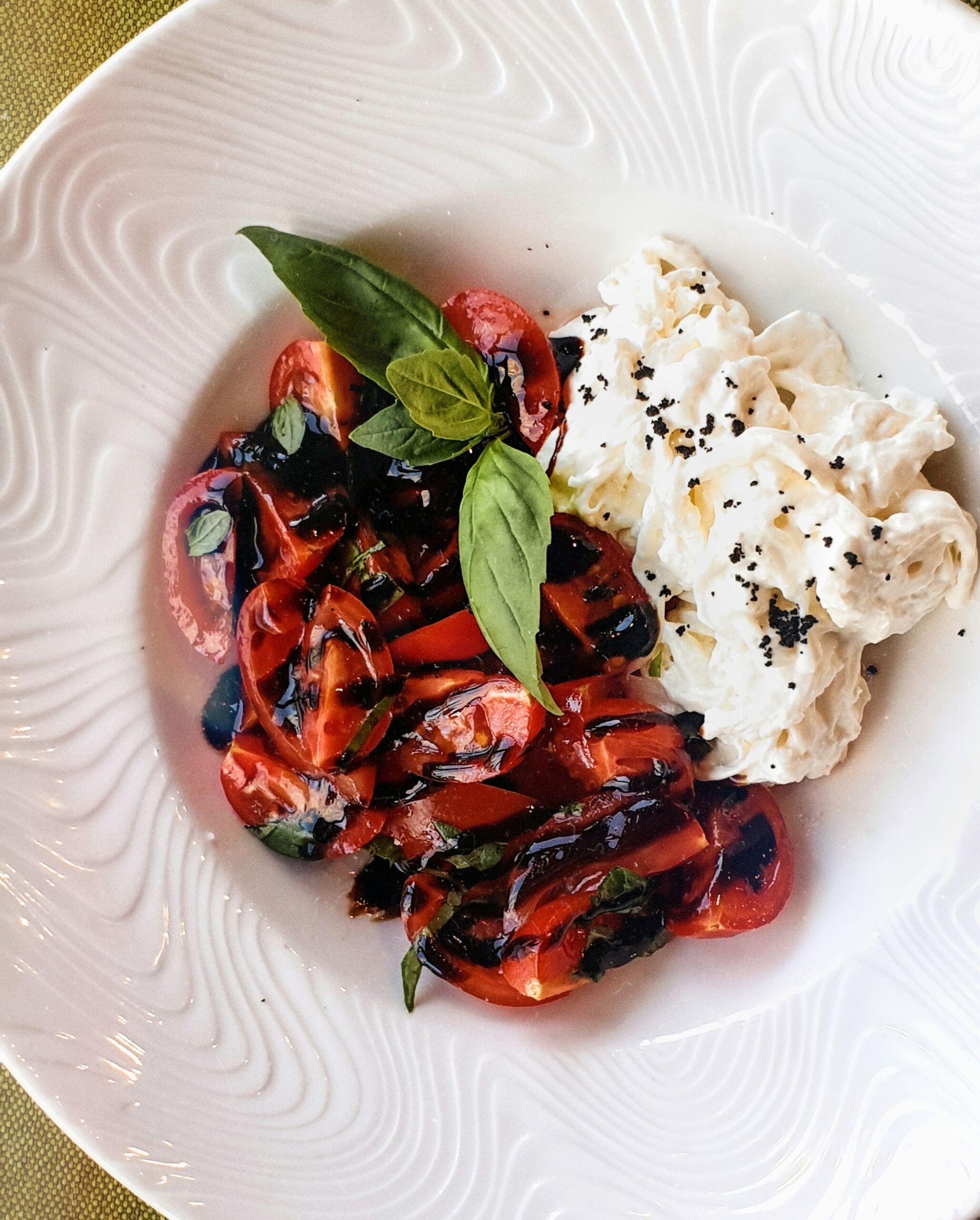 Страчателла с томатами под малиновым кремом Pinzeria by Bontempi Итальянский ресторан Волгоград пицца заказать
